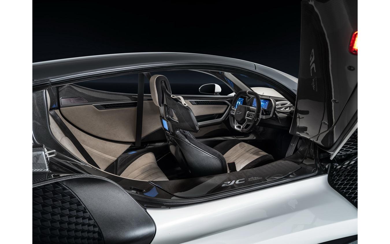 アルカンターラ、1250馬力ハイブリッドハイパーカーの内装を開発…最 ...