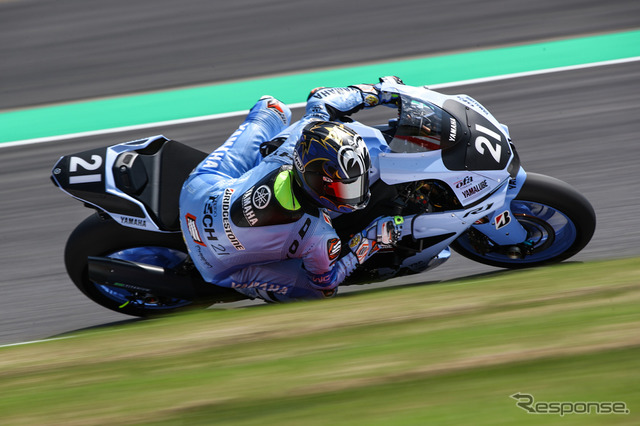2番手のNo.21 YAMAHA FACTORY RACING TEAM